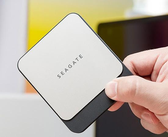 Nên chọn mua các loại ổ cứng chính hãng và chất lượng. Các hãng uy tín bán ổ cứng hiện nay là có hãng Western Digital (WD) và Seagate của Mỹ.