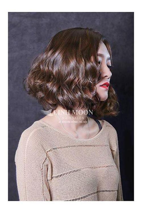 kiểu tóc ngắn xoăn sóng nước 16