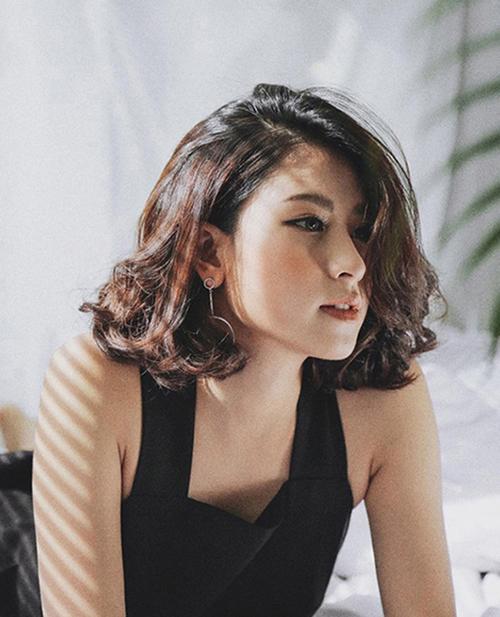 29 Kiểu tóc ngang vai cho mặt tròn đẹp nhất 2020