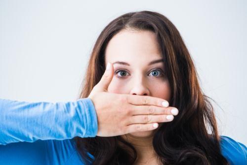 Cách chăm sóc và vệ sinh răng giả tháo lắp đúng chuẩn