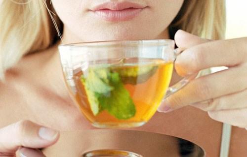 Bật mí những mẹo tẩy trắng răng tại nhà bằng trà xanh